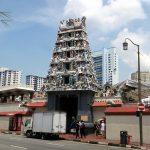 Der Sri Mariamman Tempel aus der Ferne