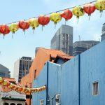 Singapurs Chinatown bildet einen Kontrast zu den Hochhäusern der Moderne