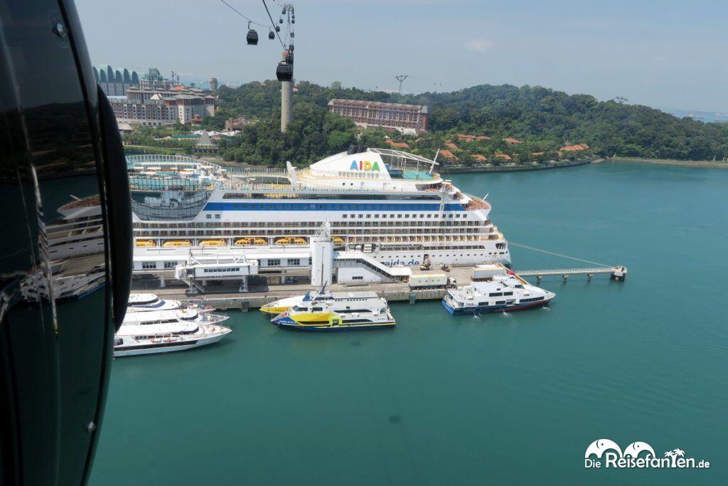 Die AIDA im Hafen von Singapur