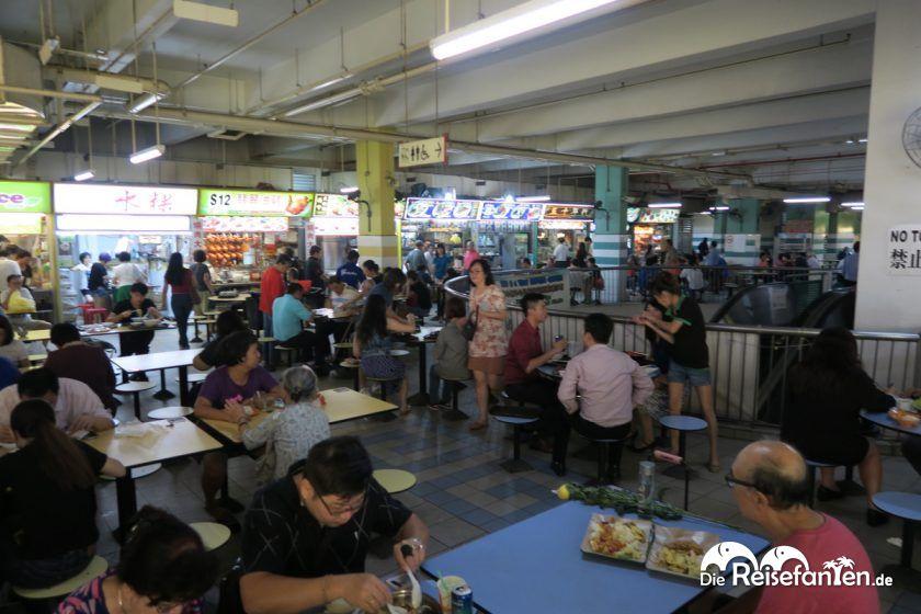 Essen im Hawker Center in Singapur