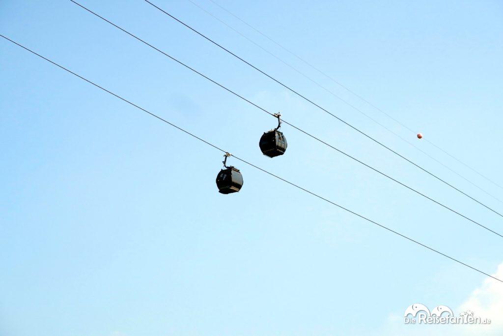 Zwei der Singapur Cable Cars