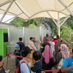 Warteschlange für den Aufzug zur Bergstation von der Skybridge auf Langkawi aus