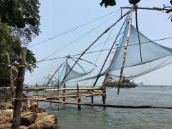 Blick auf die chinesischen Fischernetze in Cochin