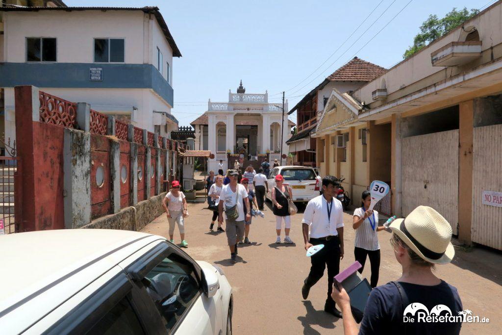 Auf dem Weg zum Saavira Kambada Temple