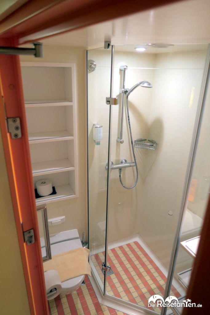 Die Duschkabine auf der AIDAbella