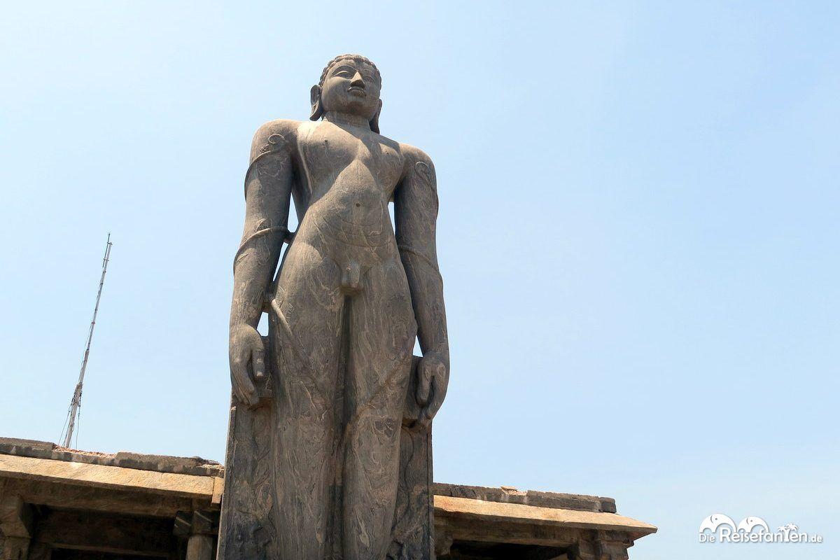 Die Statue von Bhagavan Shri nahe Karkala in Indien in voller Größe