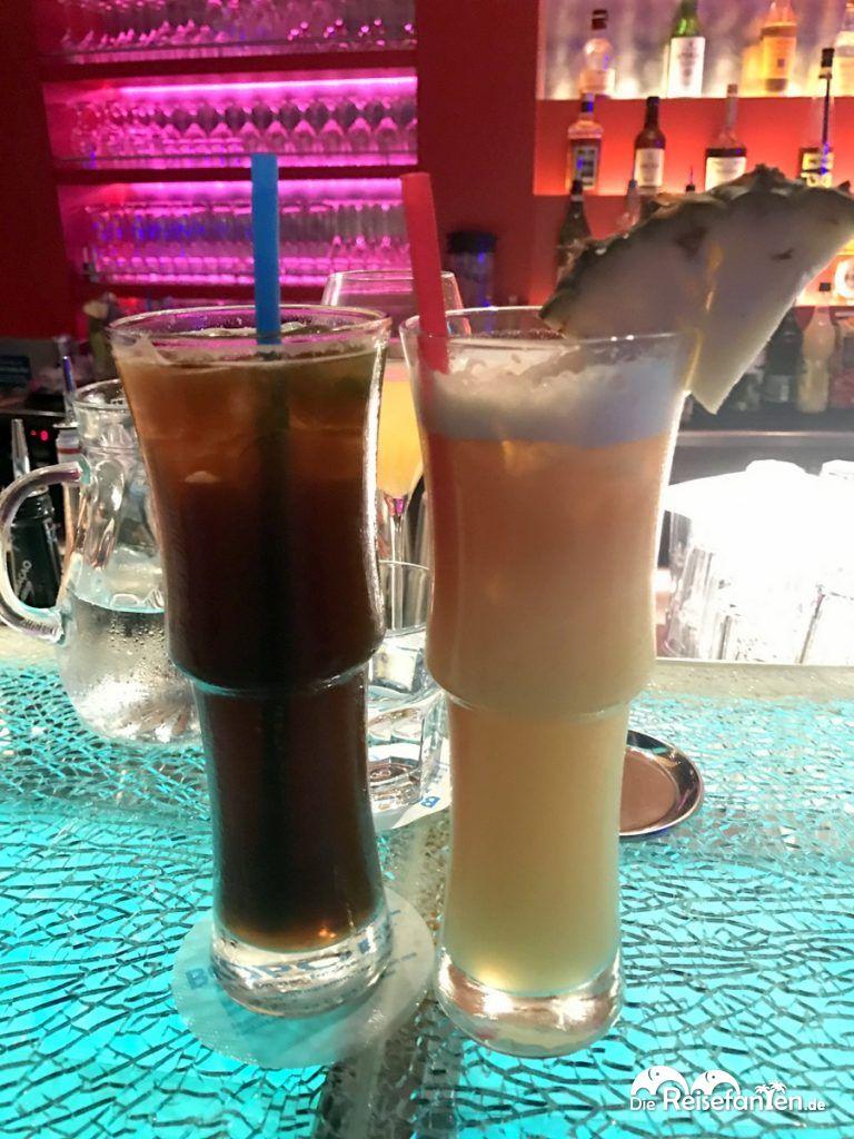 Zwei Cocktails im AIDA Cocktail Workshop