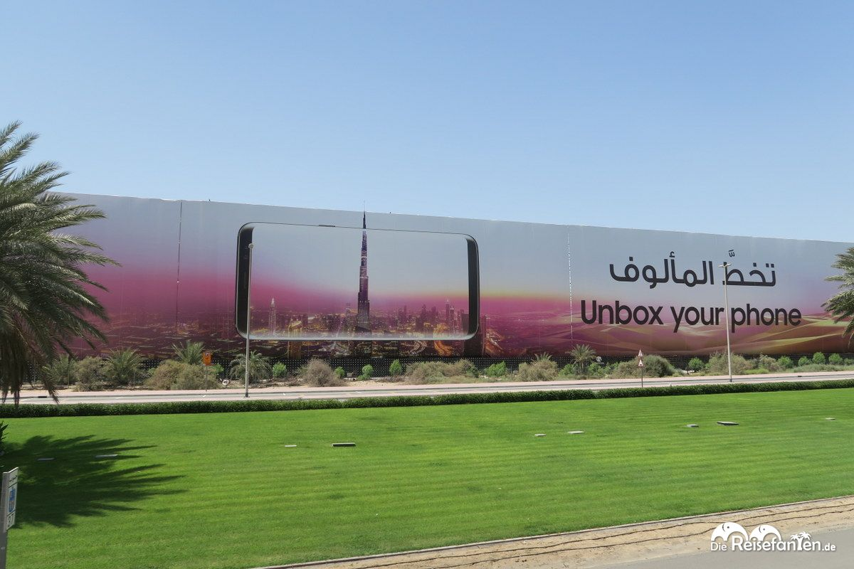 Überdimensionale Smartphone Werbung in Dubai