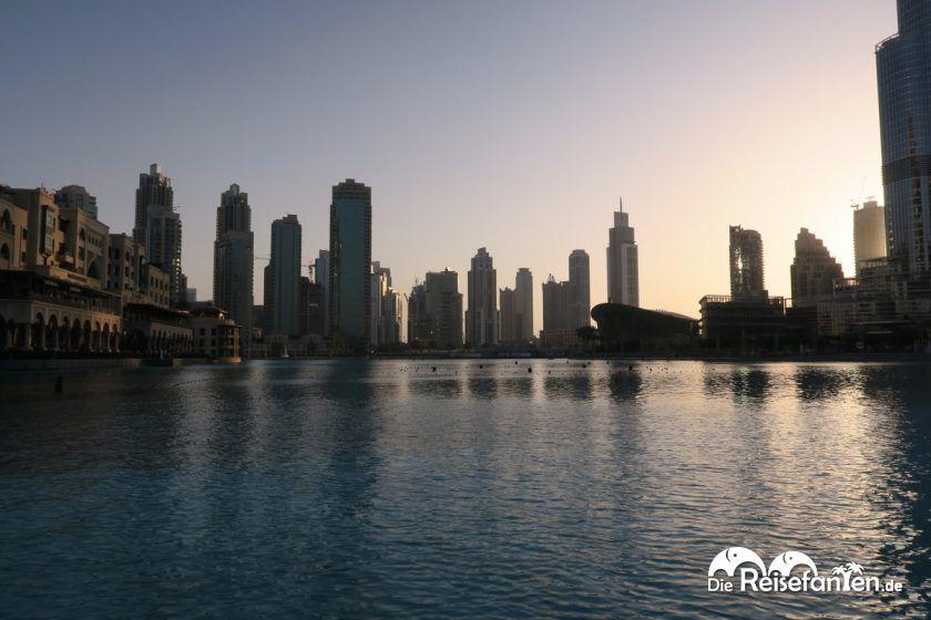 Blick zu Füßen des Burj Khalifa