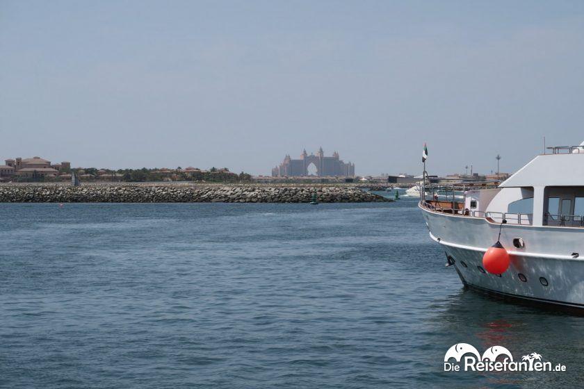 Das Hotel Atlantis in Dubai aus der Ferne