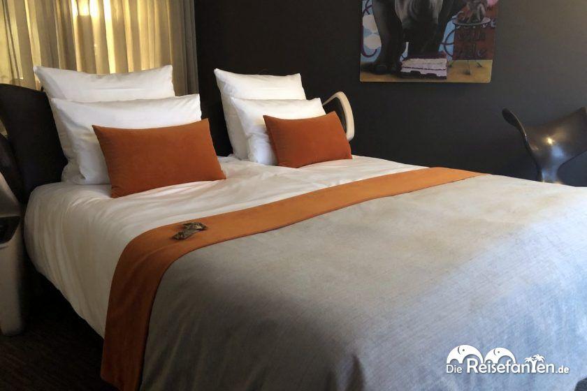 Doppelbett im east Design Hotel Hamburg