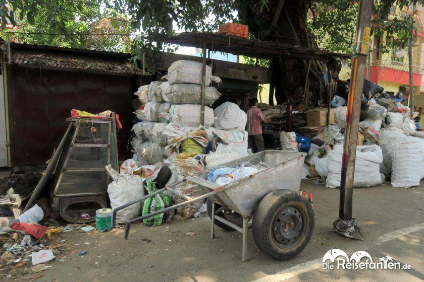 Händler am Straßenrand in Indien
