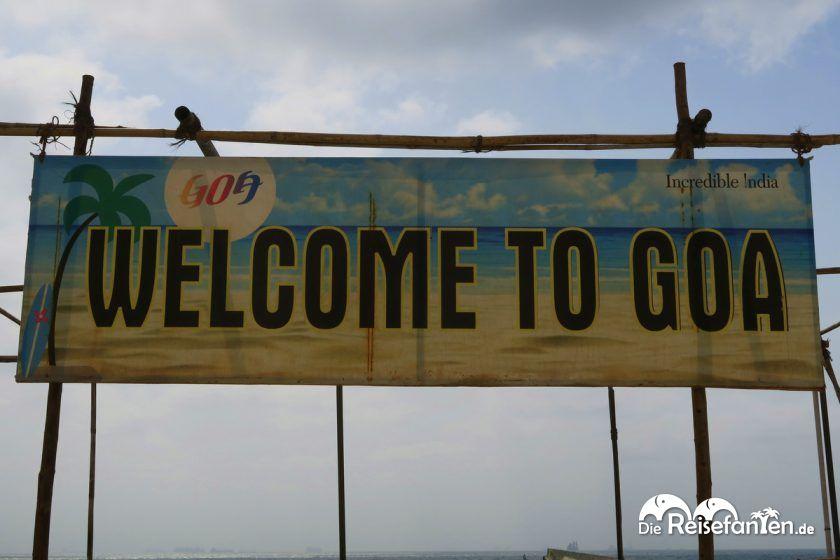 Willkommensschild auf Goa in Indien