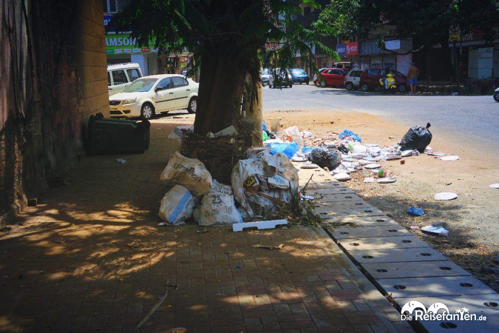 Überall Müll auf den Straßen Indiens