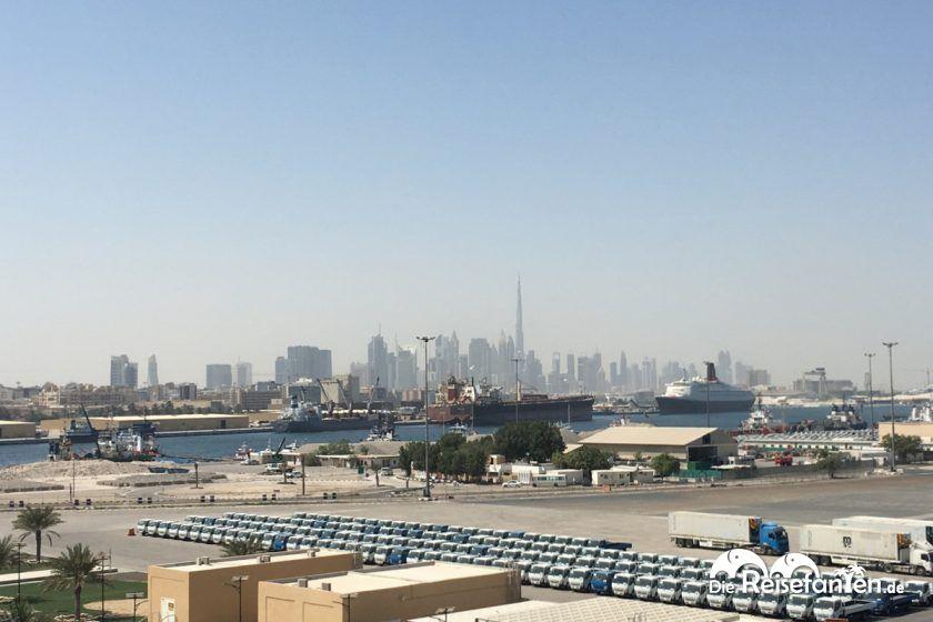 Blick auf den Hafen von Dubai