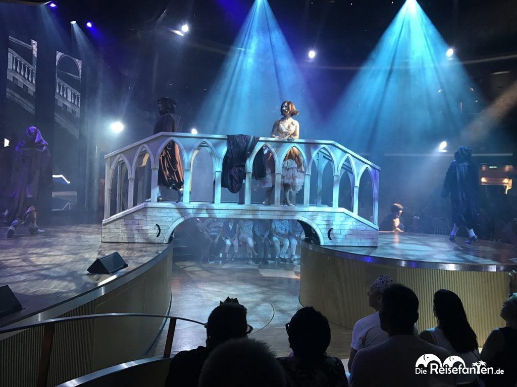 Bühnenbild einer Show der AIDAbella