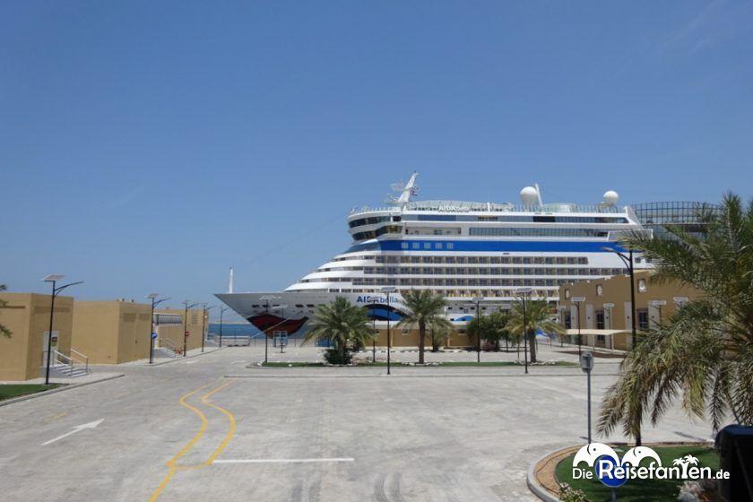 Die AIDAbella im Hafen von Dubai
