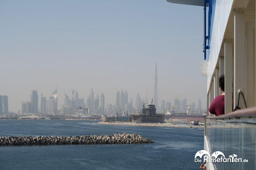 Einfahrt in den Hafen von Dubai