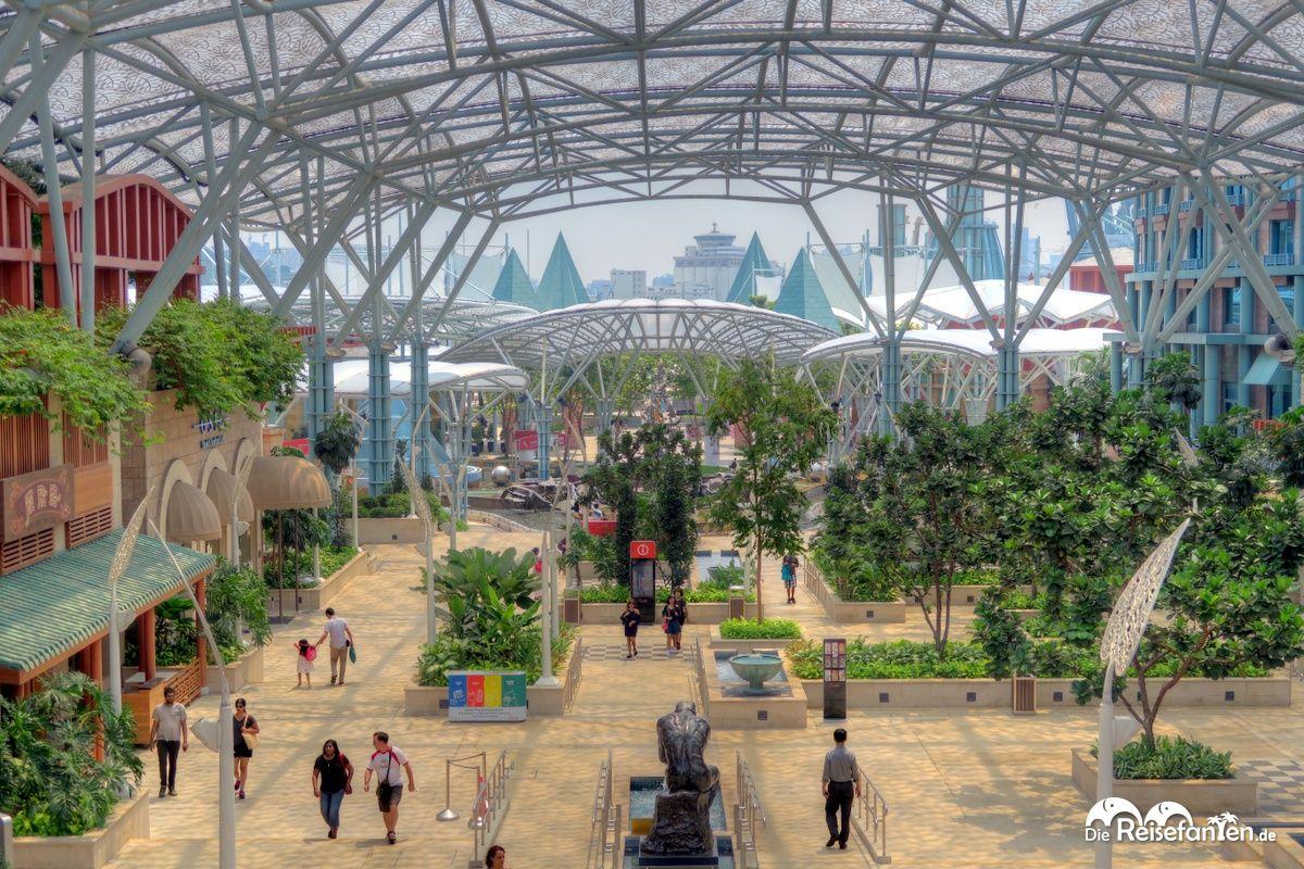 Überdachtes Areal auf der Insel Sentosa vor Singapur