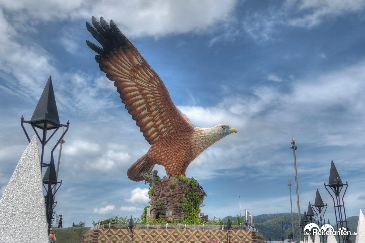 Ein überdimensionaler Adler als Wahrzeichen Langkawis