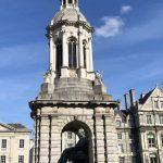 Glockenturm am Library Square im Trinity College
