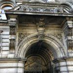 Imposanter Eingangsbereich der Ulster Bank in Dublin
