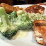 Lachs und Brokkoli auf der AIDAbella