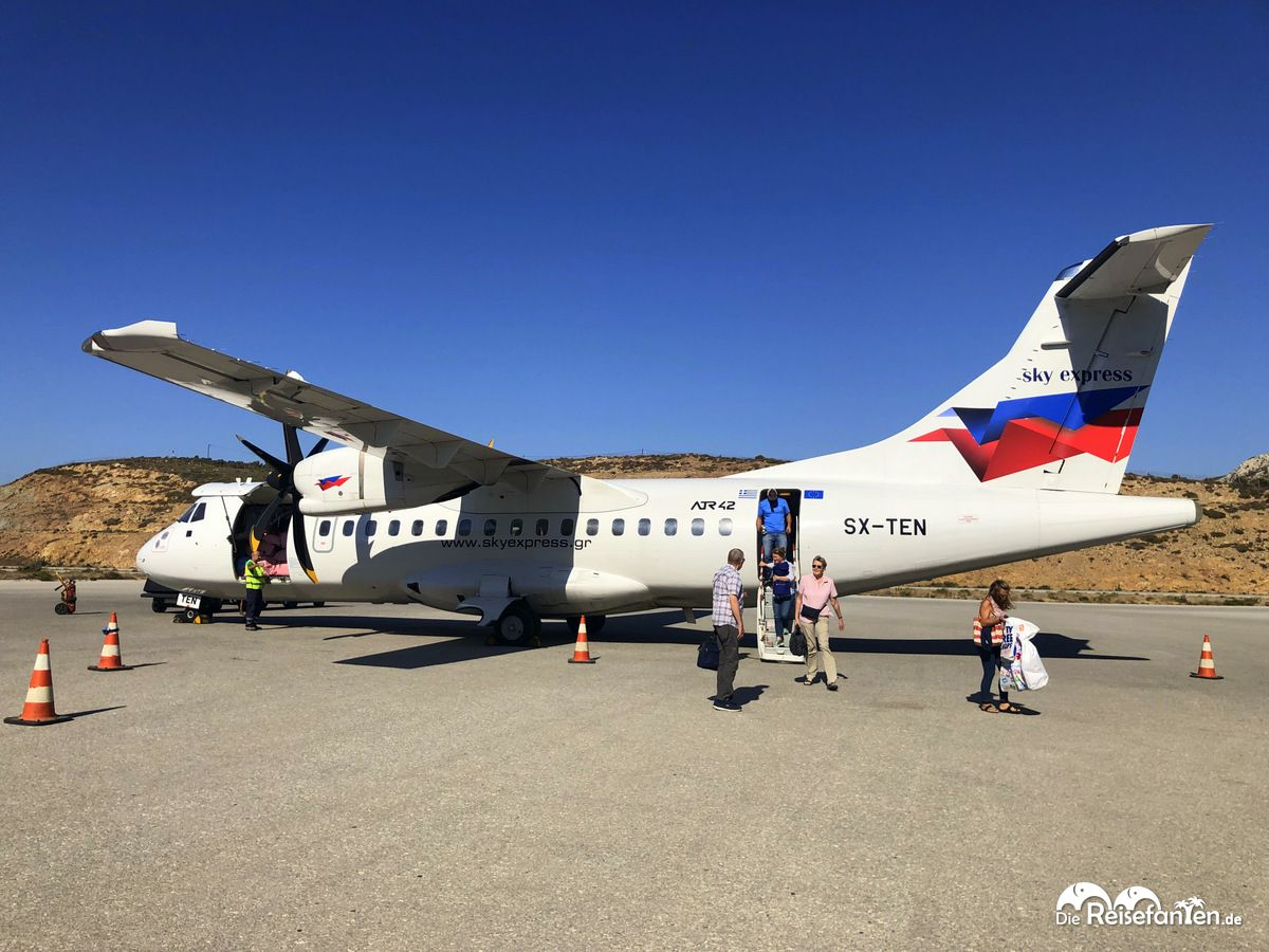Mit Sky Express flugen wir von Athen nach Ikaria