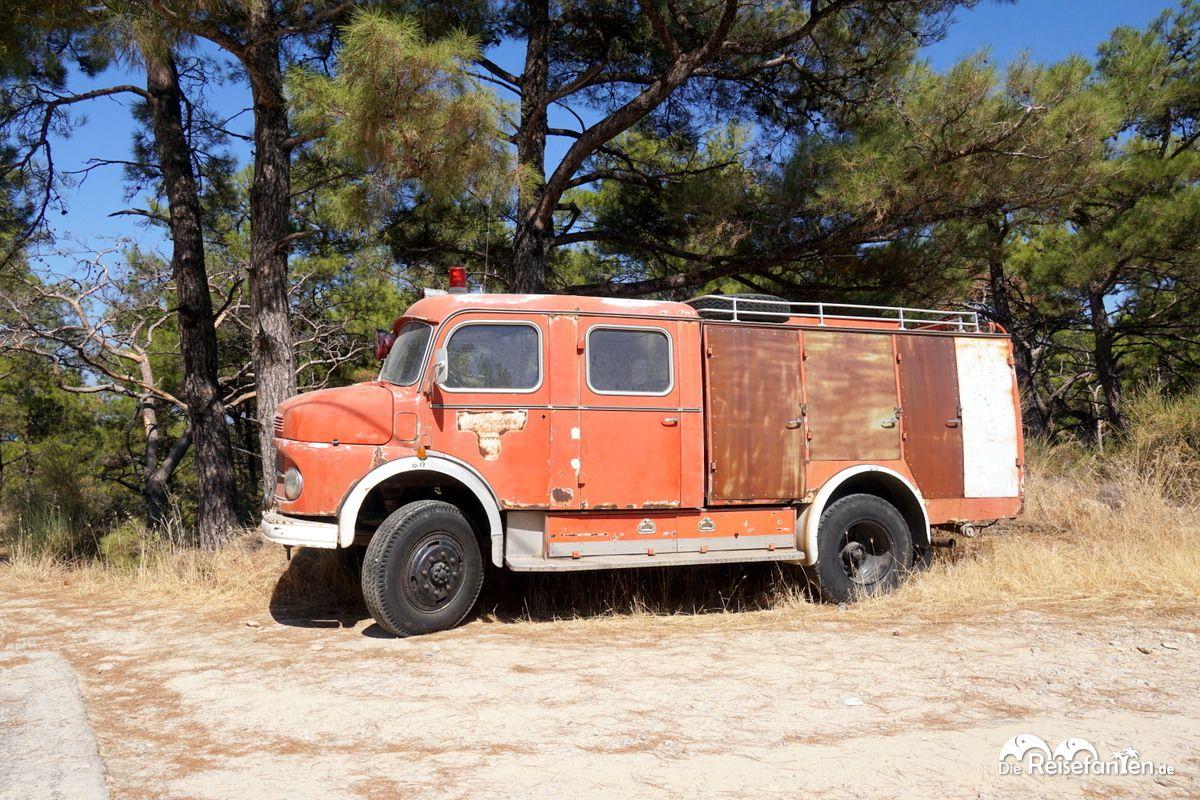 Auch ein altes Feuerwehrauto konnten wir auf Ikaria erspähen
