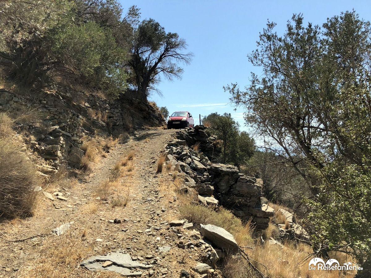 Selbst solche Straßen mussten wir auf Ikaria entlangfahren