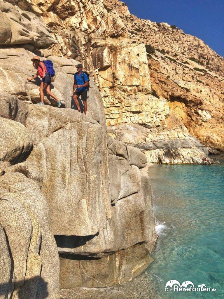 Um den Seychelles Beach zu erreichen muss man bei hohem Wasser trittfeste Schuhe haben und klettern.jpeg