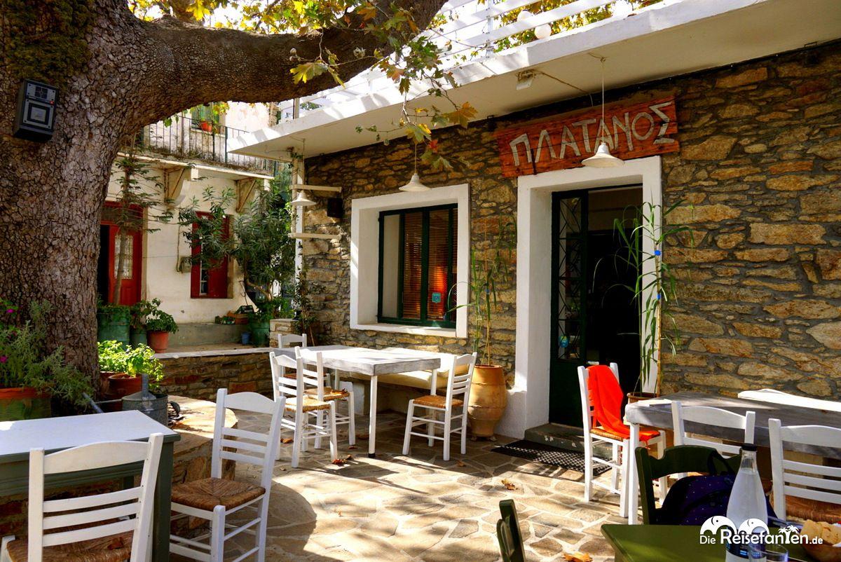 Die Taverna Platanos in Agios Dimitrios auf Ikaria
