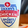 Ein Trinkbecher von Zaxby's.jpeg