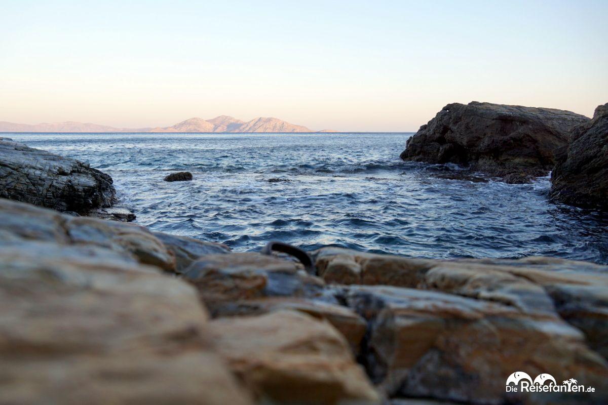 Am Ufer einer Bucht in Ikaria