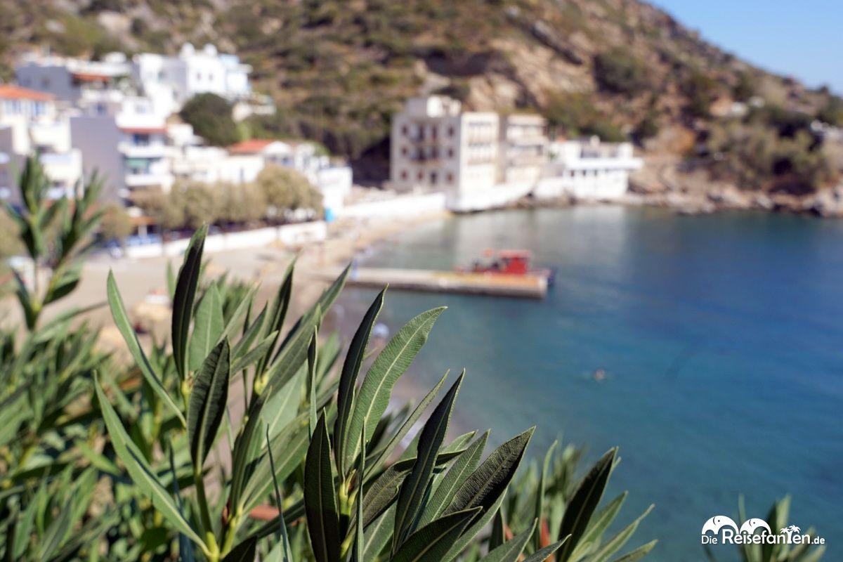 Blick auf die Marina von Therma auf Ikaria