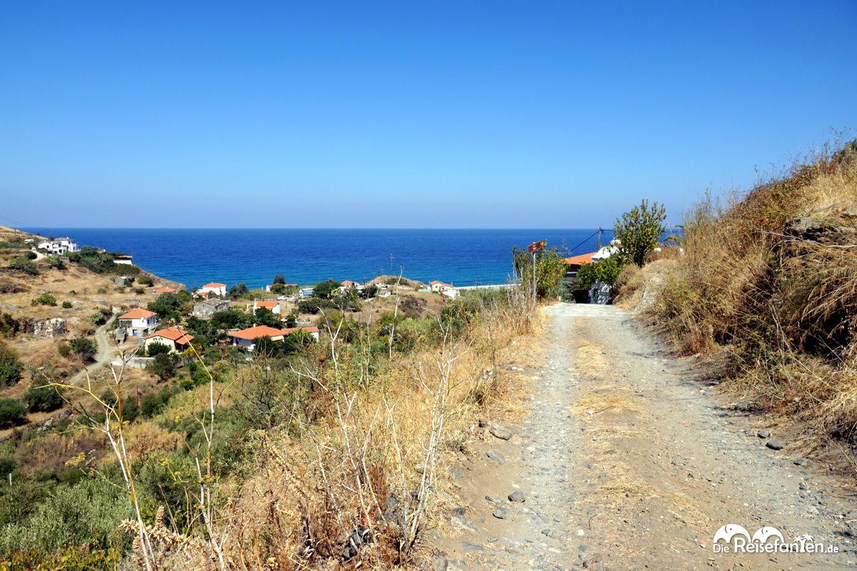 Der Weg zum Odeon von Kampos auf Ikaria