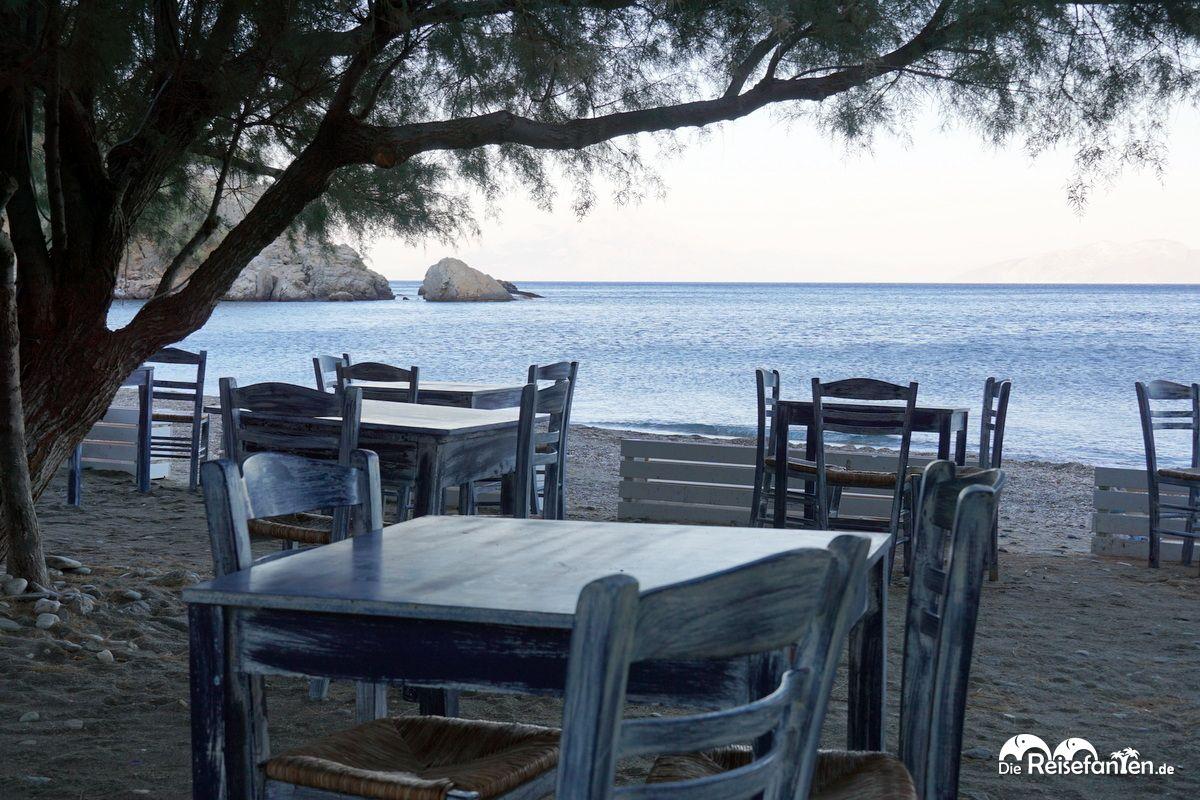 Eine schöne Strandszene in Therma auf Ikaria
