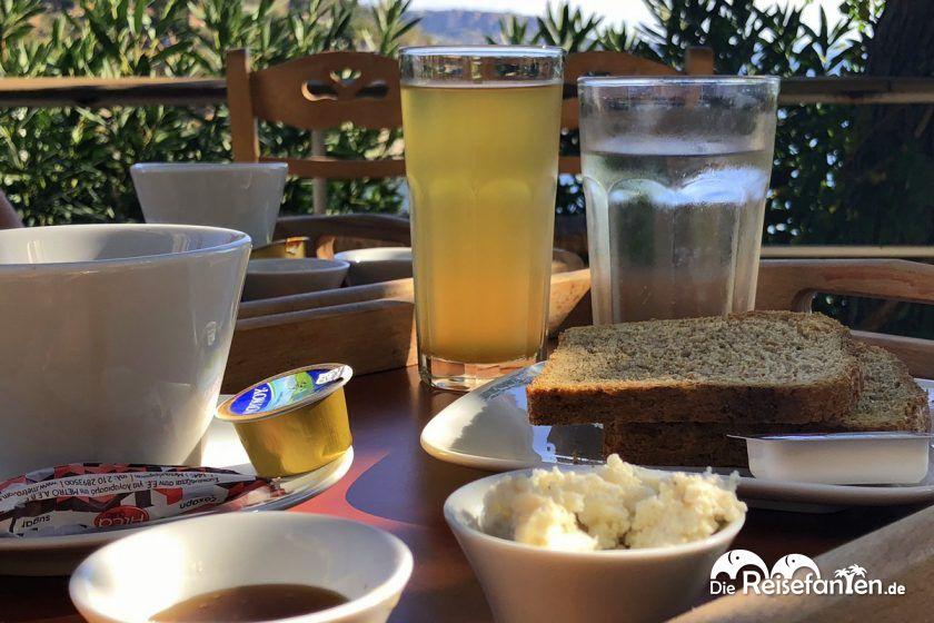 Frühstück im Marina Hotel in Therma auf Ikaria