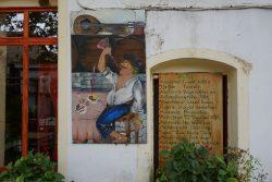 In Nas auf Ikaria reihen sich die Restaurants aneinander