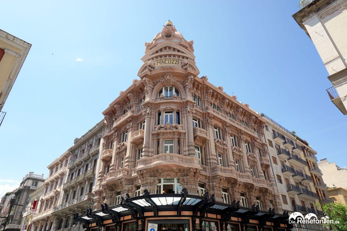 Ein großes Einkaufshaus in Bari