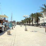 Im Gegensatz zur Altstadt Trogirs ist die Uferpromenade sehr großzügig