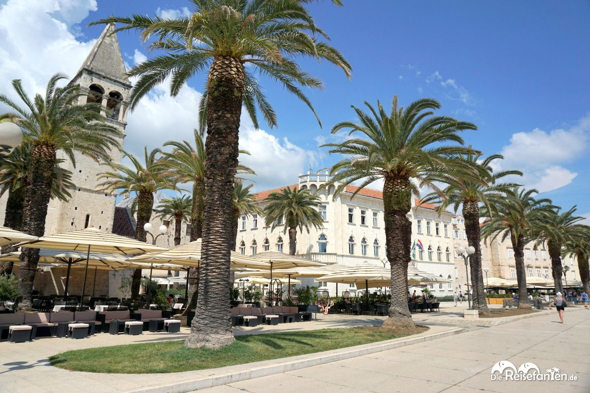 Uferpromenade mit Kathedrale in Trogir