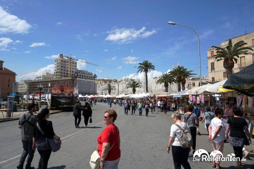 Die Uferpromenade von Bari umschließt die Stadt