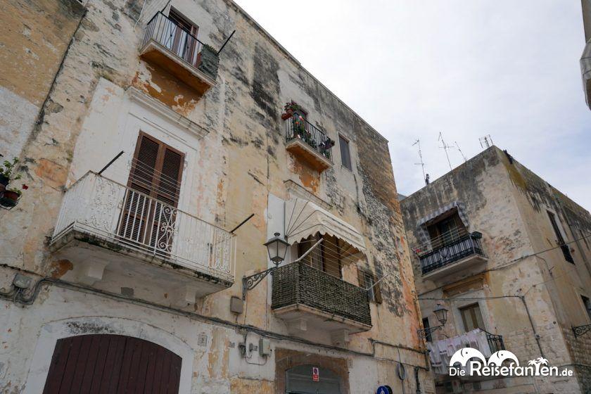 In Bari sehen manche Häuser schon etwas mitgenommen aus