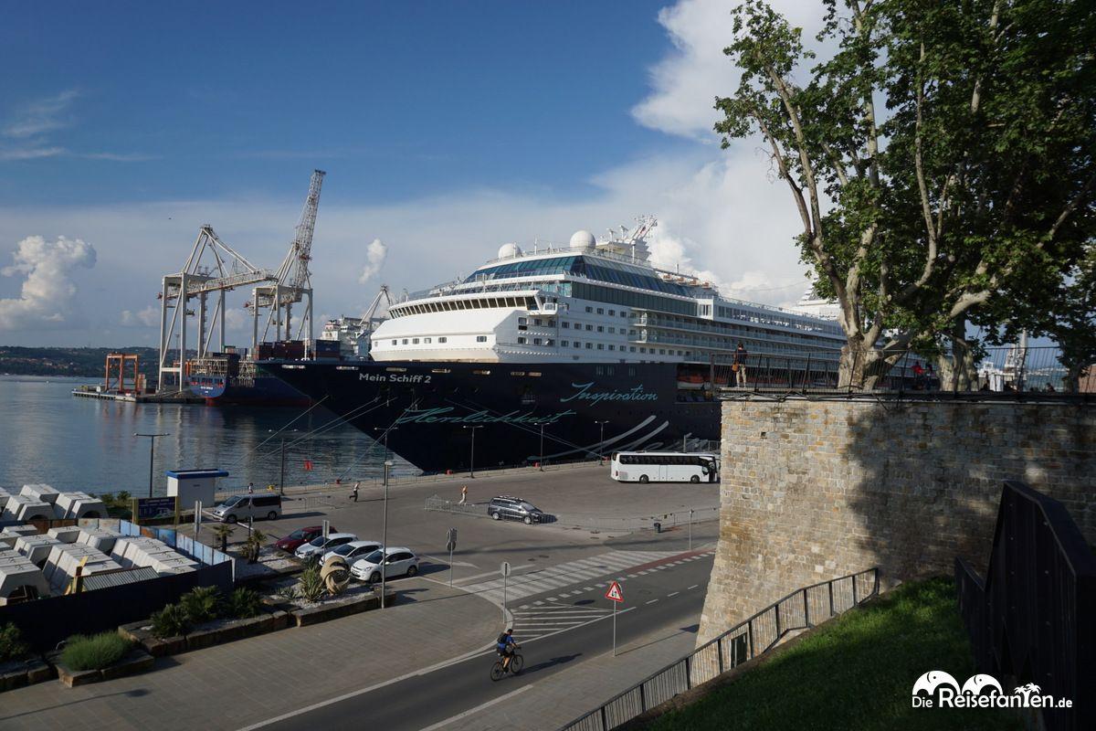 Blick auf den Kreuzfahrthafen von Koper in Slowenien