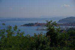 Blick auf die Küste von Slowenien bis hin nach Triest in Italien