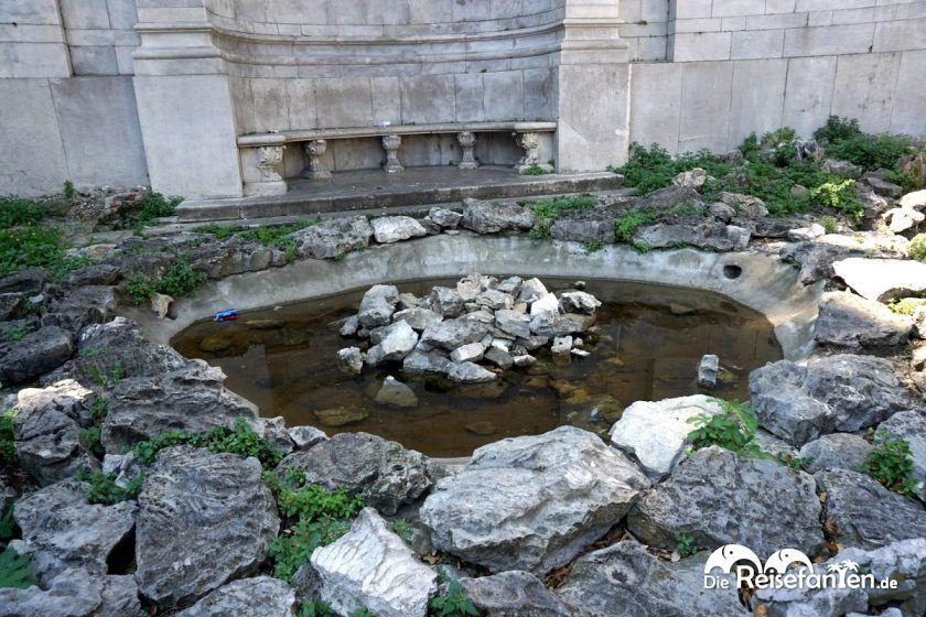 Brunnen an der Chiesa di Altri Culti Chiesa Evangelica Metodista in Triest