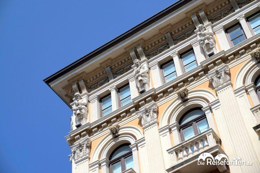 Dachfiguren in der Nähe des Piazza dell'Unità d'Italia