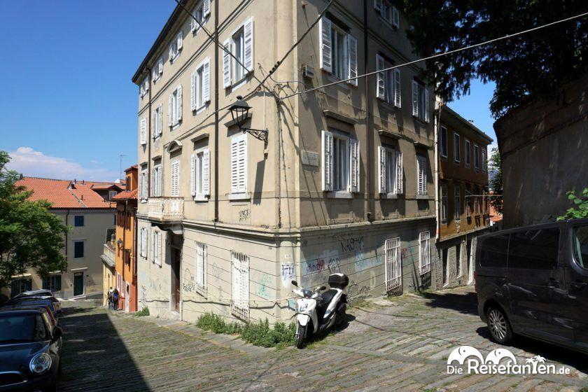 Eine sehr alte Straße unterhalb der Kathedrale von Triest