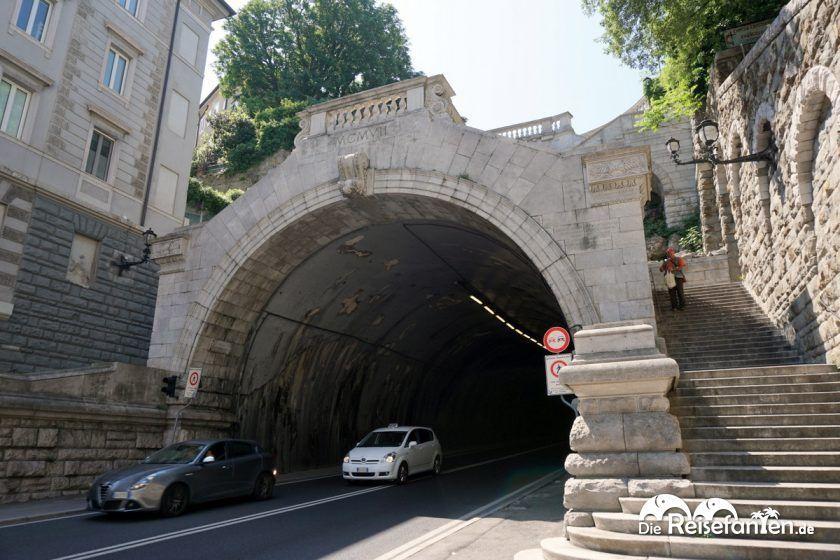 Tunnel nahe der Chiesa di Altri Culti Chiesa Evangelica Metodista in Triest